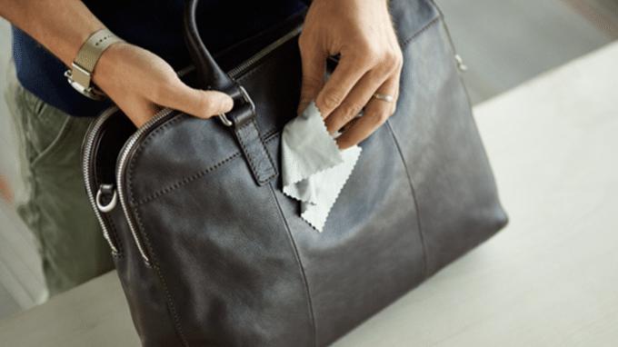 các cách làm sạch túi xách